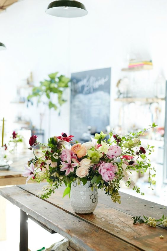 Great Tips To Decorate Your Home With Fresh Flowers - Daily Dream Decor