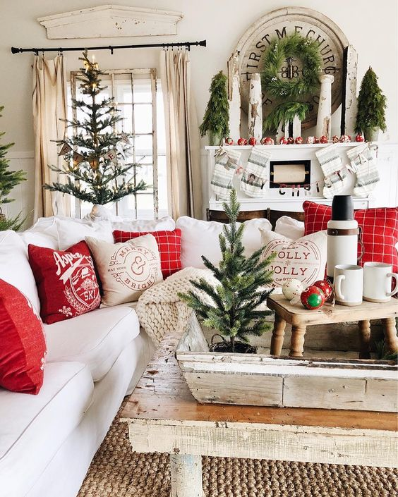 Home Interior Design Christmas Living Room Decorating Ideas: 7 Dreamy Red And Green Accents For A Christmassy Home