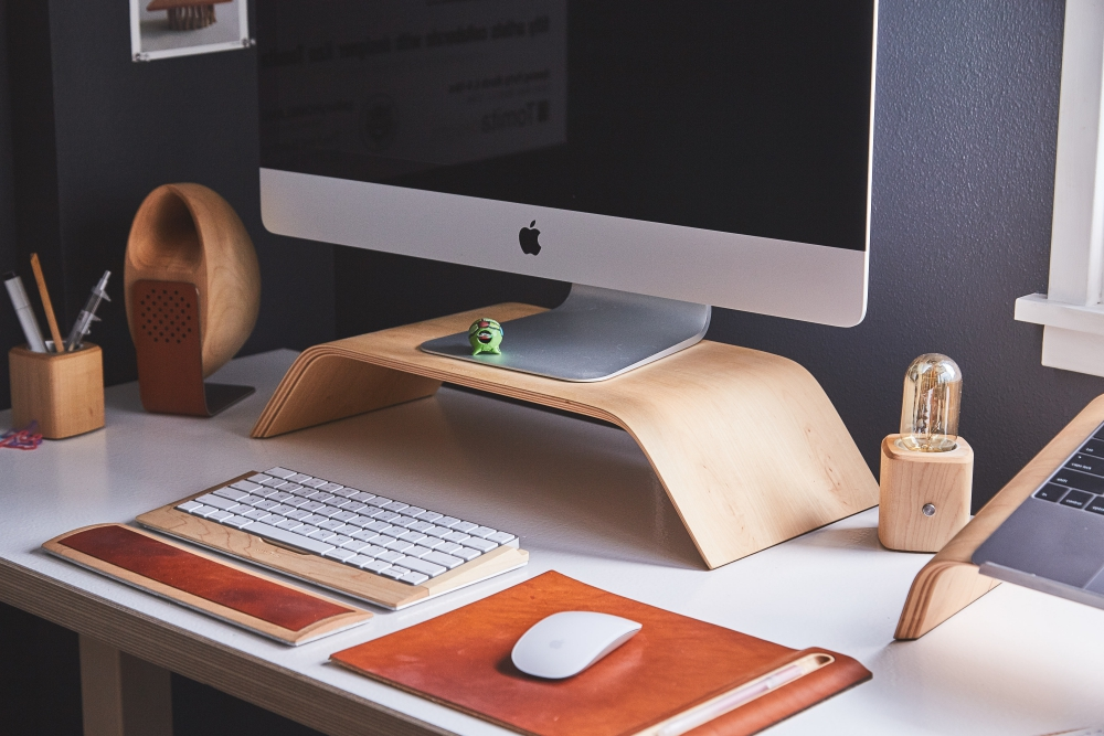 How to Add Style to Your Home Office Desk with Leather