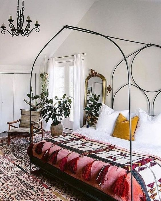 8 Romantic bedrooms for a lazy weekend