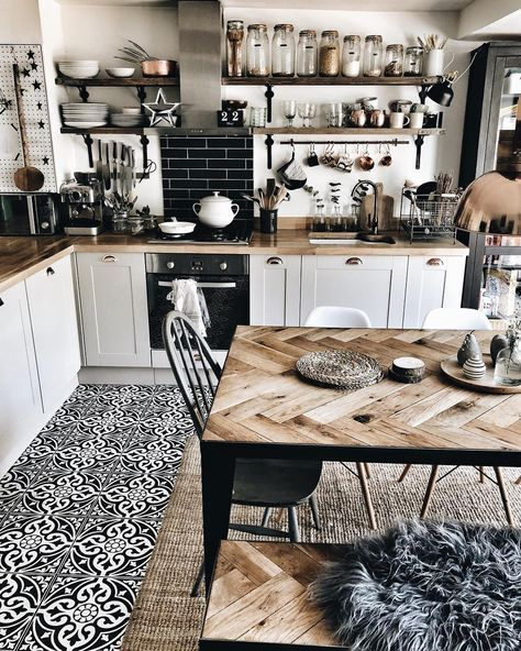 9 Amazing farmhouse tables that will make your kitchen space truly chic