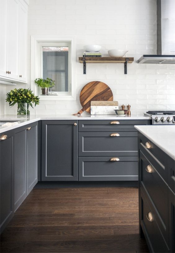 6 Two toned kitchen cabinets – The combo you should try for your kitchen this season