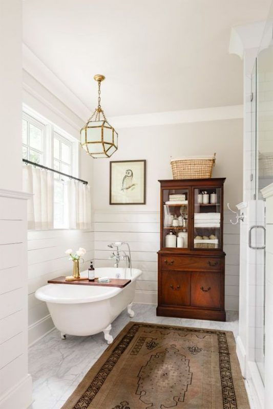 Creating A Stylish Vintage Bathroom In