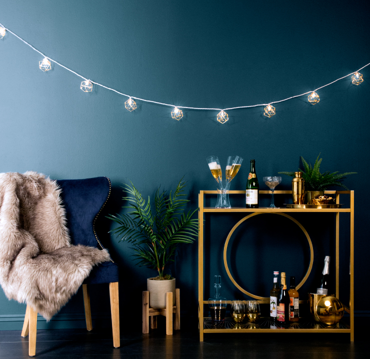 7 Glam Ideas On How To Decorate In Style Your Bar Cart For New Years Eve Daily Dream Decor