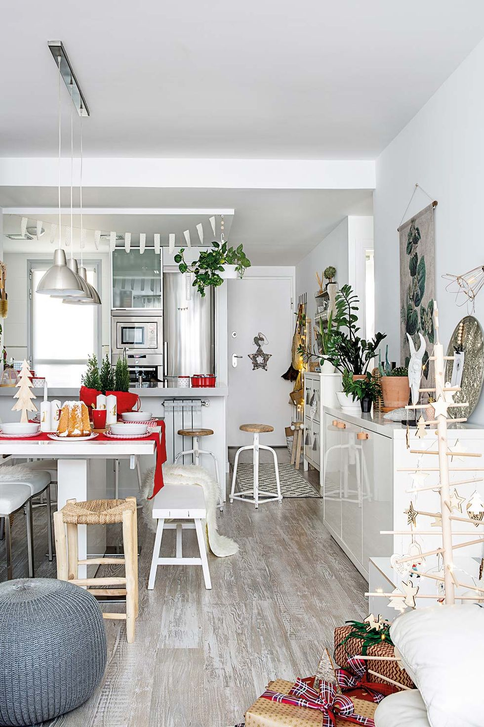 A white Christmas in a dreamy apartment in Madrid